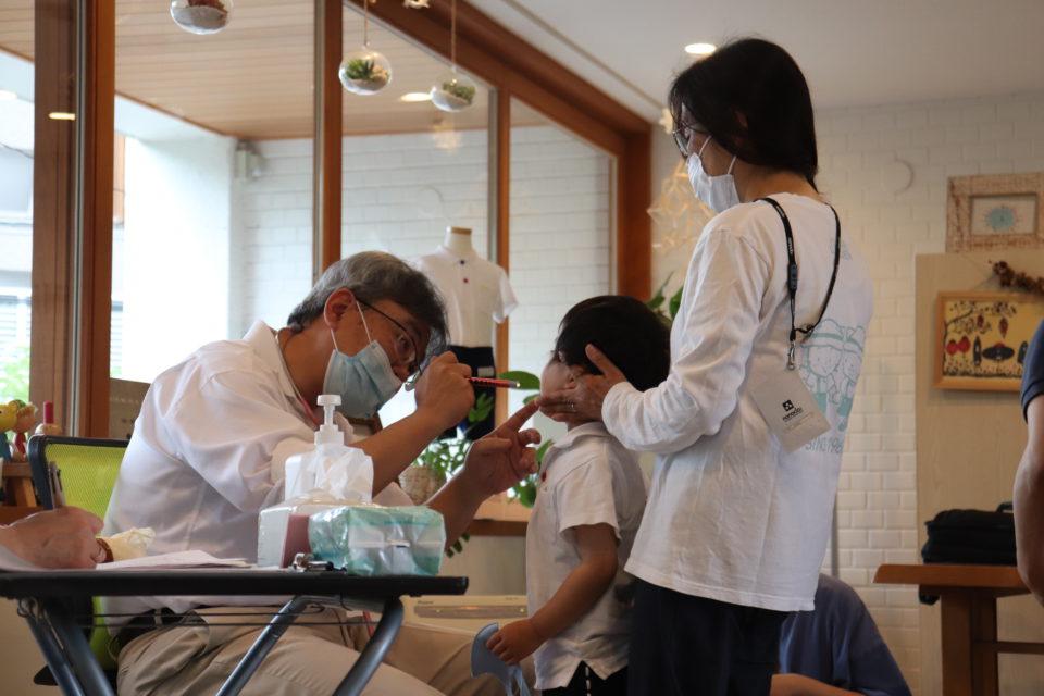 幼稚園の内科検診の様子